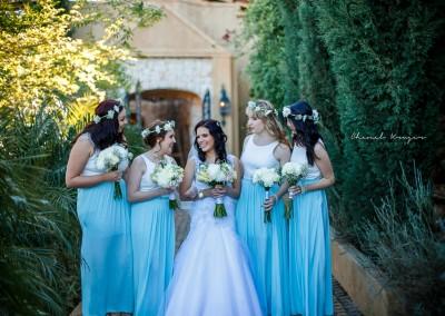 bruid en bridesmaids